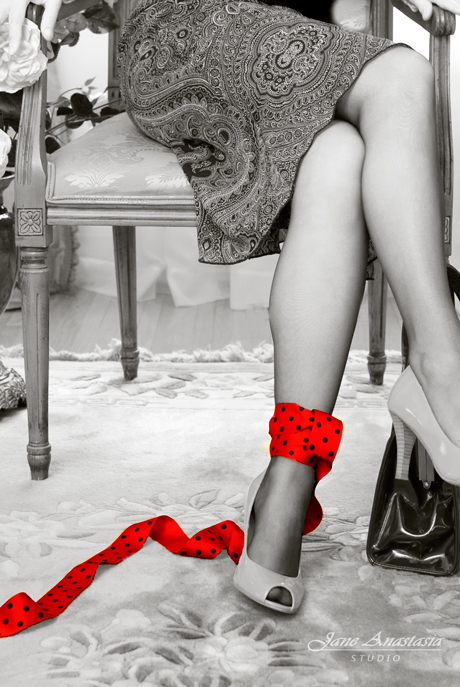 _JAS1601-WEB-Red-Ribbon-and-legs