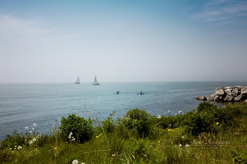 _JAS3459-WEB-Sailboats-and-kayakers