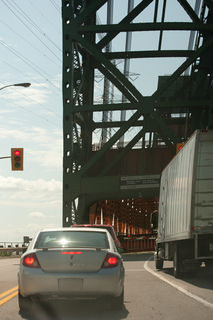 _JAS7355-WEB-Lift-Bridge-closed