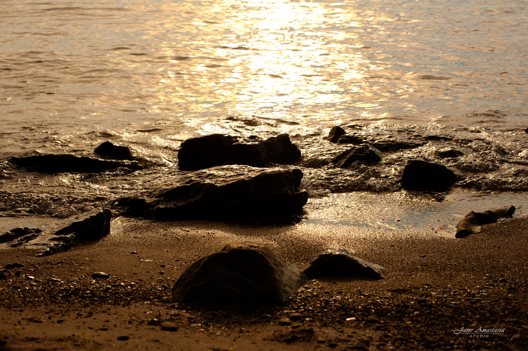_JAS7932-WEB-golden-waves-with-rocks
