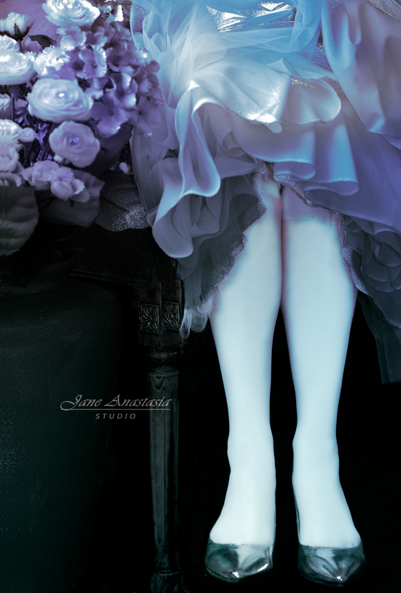 _JAS9380-WEB-Legs-in-tulle-skirt