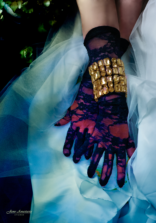 _JAS9442-WEB-Gloves-and-tulle