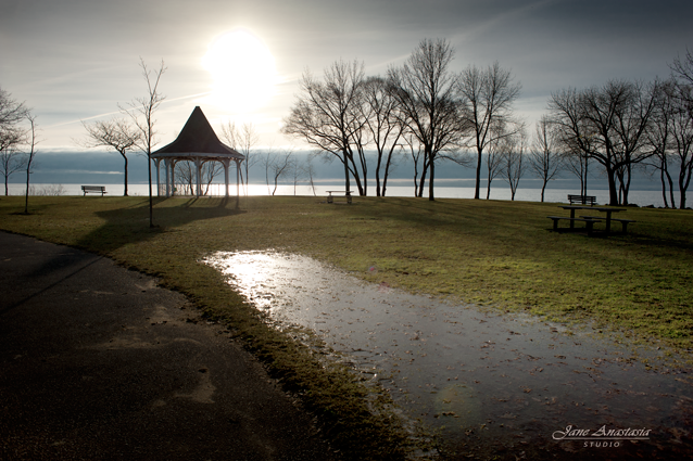 _JAS4849-WEB-Christmas-Morning---Gazebo-Lake-Ontario