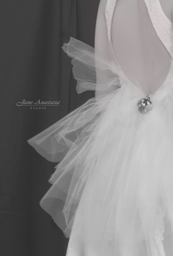 _JAS0990-WEB-Back-of-dress-3