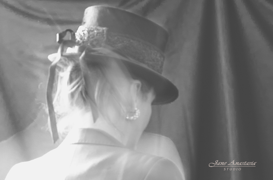 _JAS2061-WEB-BW-Jane-In-Hat