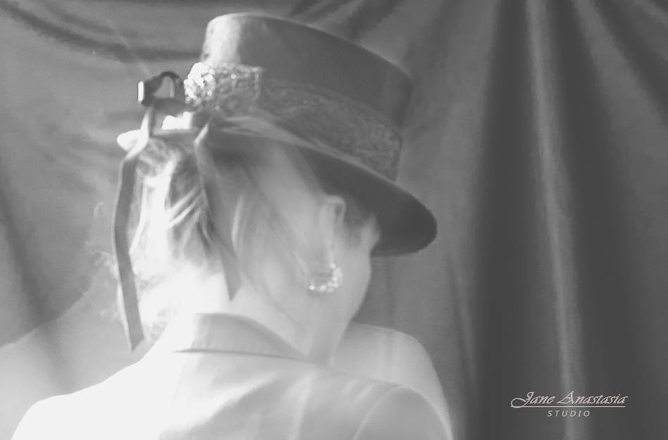 _JAS2061-WEB-BW-Jane-In-Hat