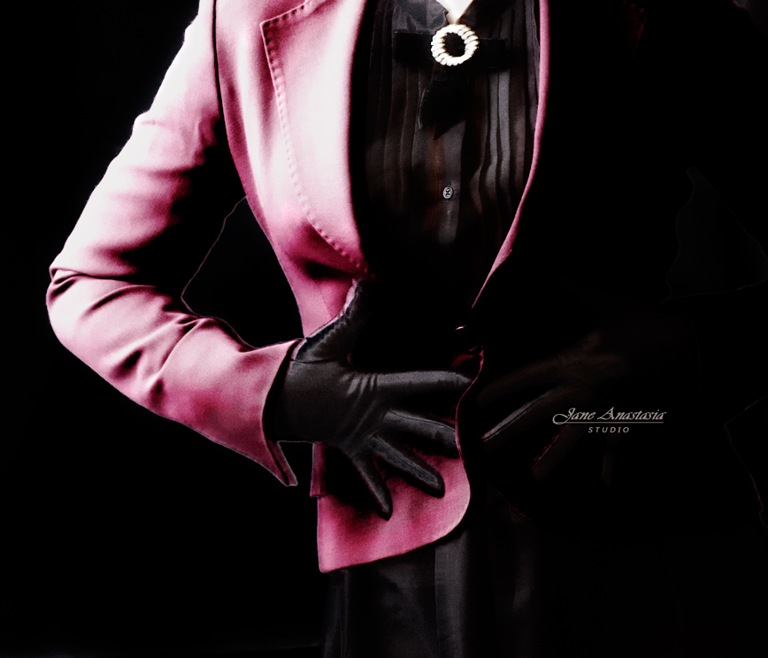 _JAS2076-WEB-Gloves-hands-fucshia-jacket