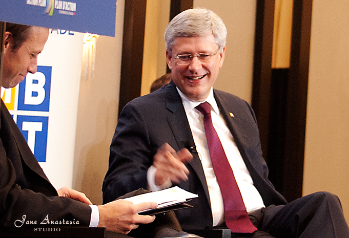 _JAS0065-WEB-PM-Harper-laughing-at-a-joke