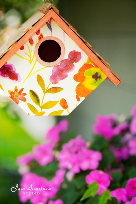 _JAS5299-WEB-Birdhouse-and-impatiens