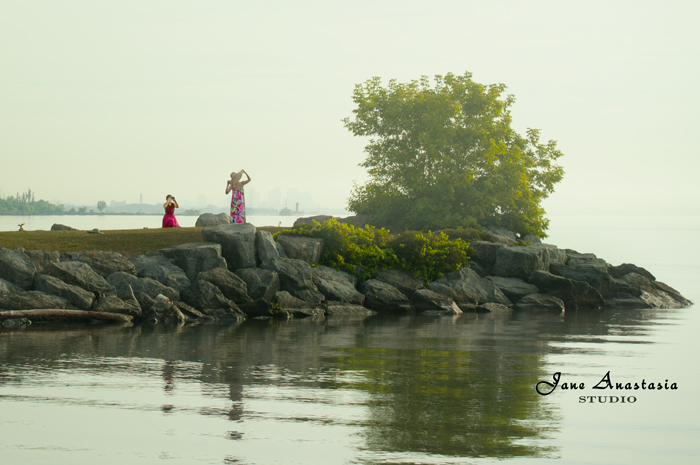 _JAS5989-WEB-Posing-at-the-lake